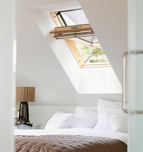 Prezzi finestre da tetto velux serramenti e scale for Finestre velux elettriche prezzi